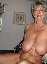 Mature housewife is posing undressed on pictures